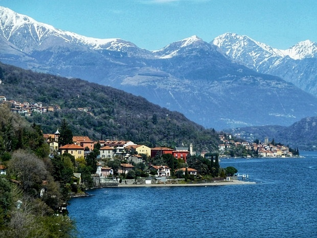 """1a LAKE-Panorama"" in our ""Lago.di.Como-Lounge"": North View towards Switzerland Alps"