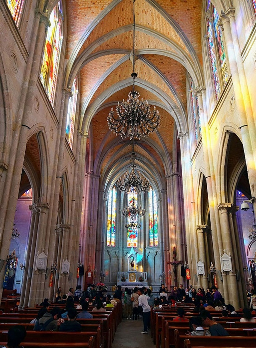 Sacred Heart Cathedral, interior