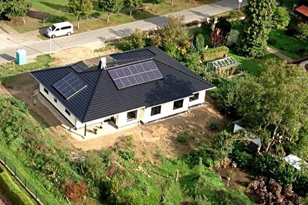 7,19 kWp Sunpower Süd / Süd/West mit Solaredge Wechselrichter inkl. 8 kW Speicher G2, Wärmepumpe in Grünheide