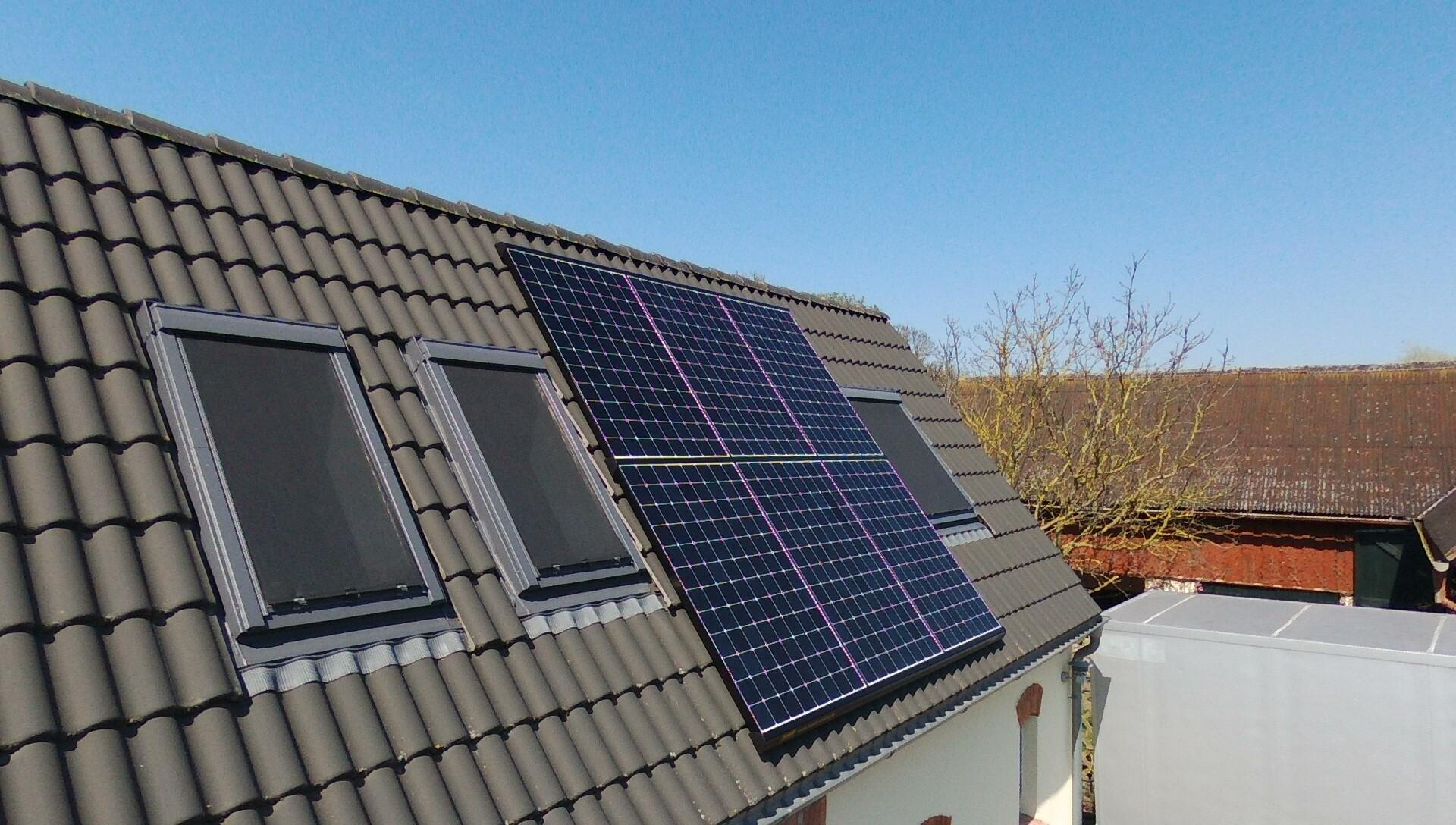 9,81 kWp Sunpower Ost, Süd und West, Solaredge Wechselrichter inkl. 5 kW Senec Speicher und Cloud 2.0 in Papendorf bei Rostock
