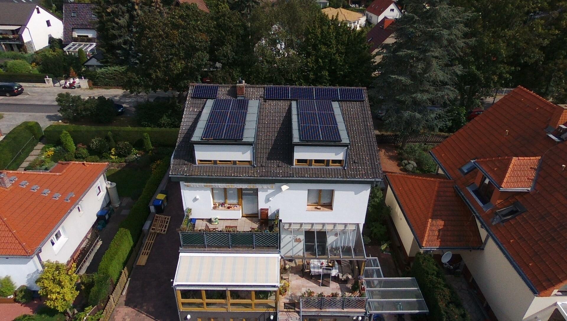5,559 kWp Sunpower mit Solaredge Wechselrichter in Zusammenarbeit mit einem BHKW, 10 kWh Li Senec Speicher und Senec.Cloud in Berlin Rudow