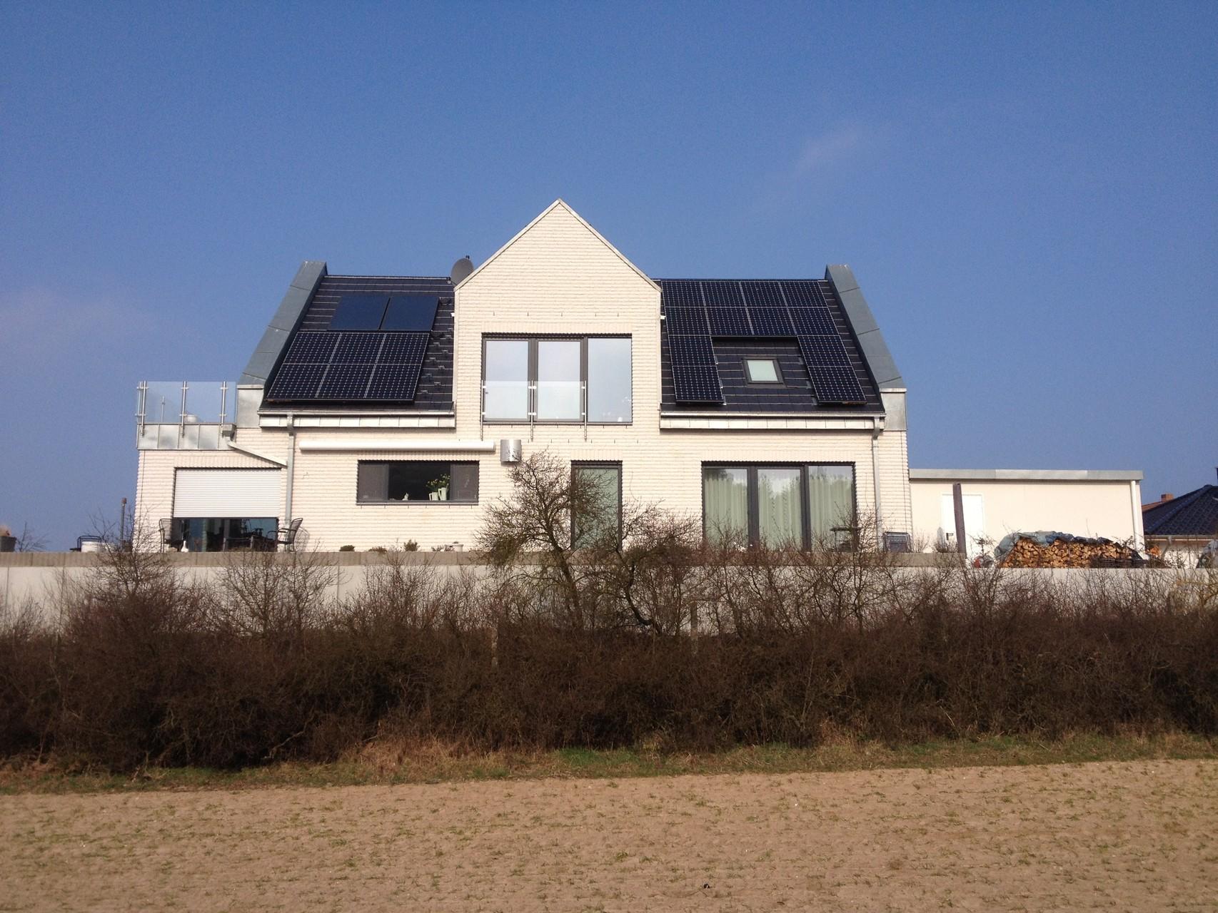 Ansicht nach der Belegung mit Sunpower 5,886 kWp, Solaredge und 8 kW Speicher G2 mit EconamicGrid auf Usedom