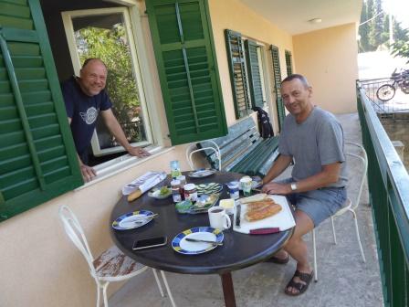 Ein letztes Frühstück zusammen- dann reisen sie ab- schön war es mit Euch