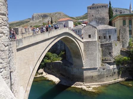 Die bekannte Brücke in MOSTAR