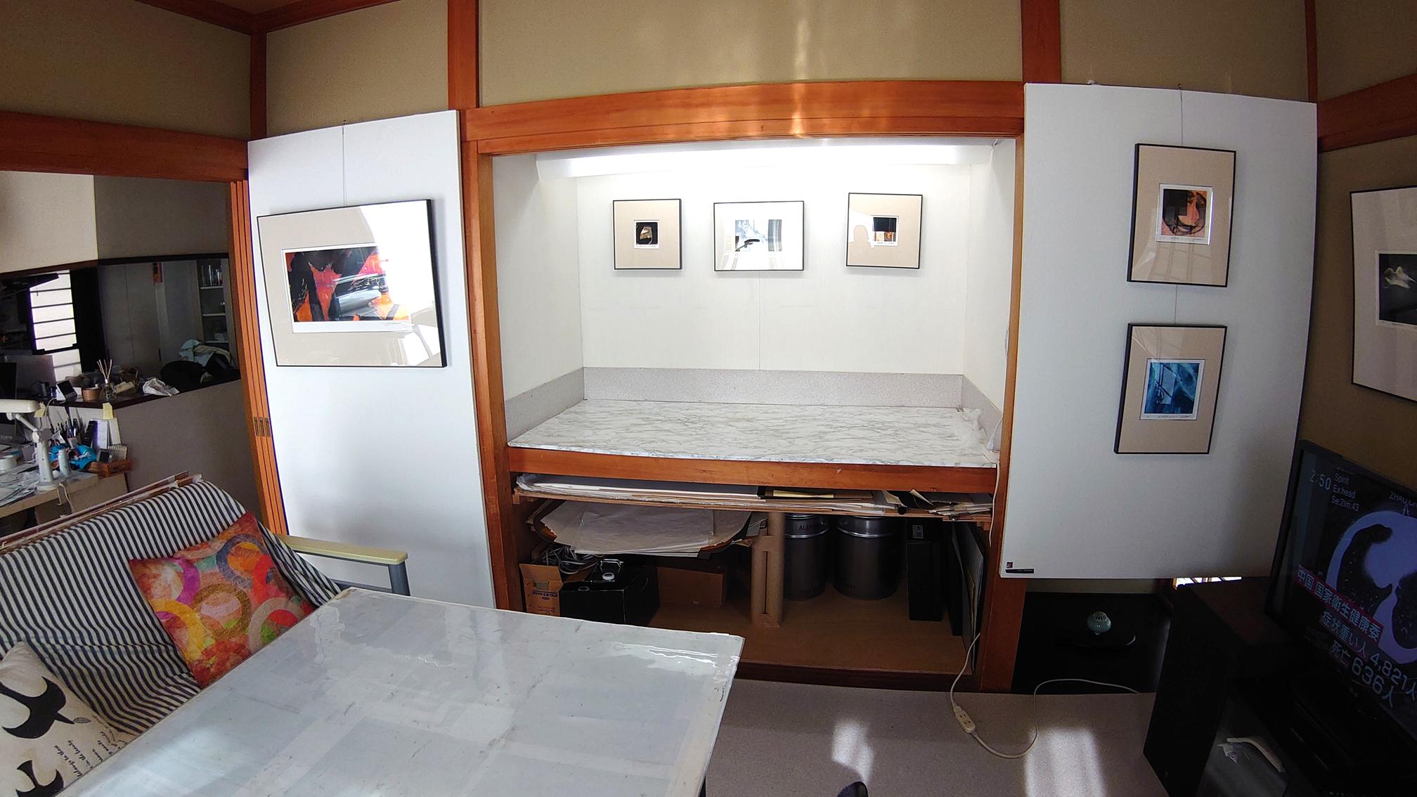 作業台と作品展示ギャラリーです。