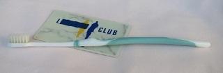 プラスチックカードと歯ブラシ
