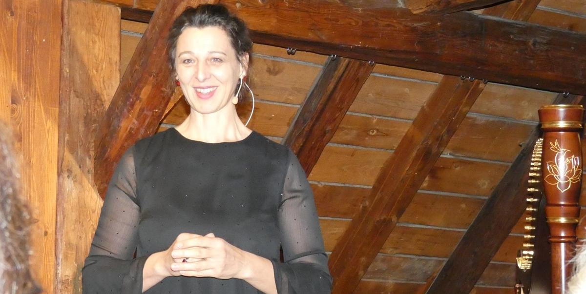 Helga beim erzählen im HAND.WERK.HAUS Salzkammergut Bad Goisern 2018