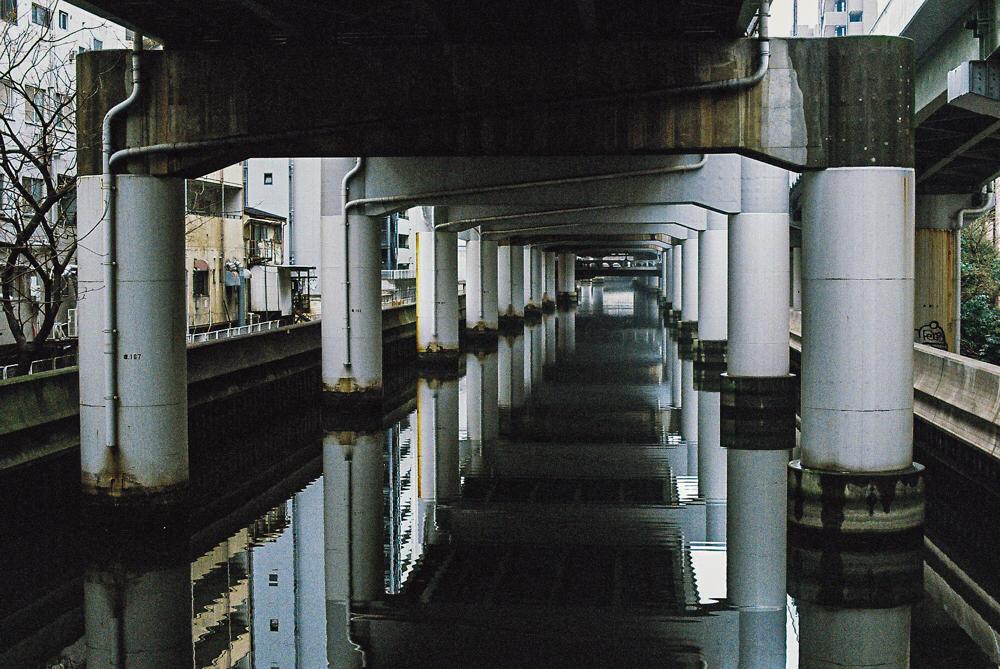 大阪  CanonF-1n  CanonFD50mmF1.4  Lomography-400  photo : toshimasa