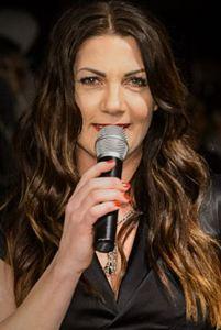 Moderatorin Manuela Kamper