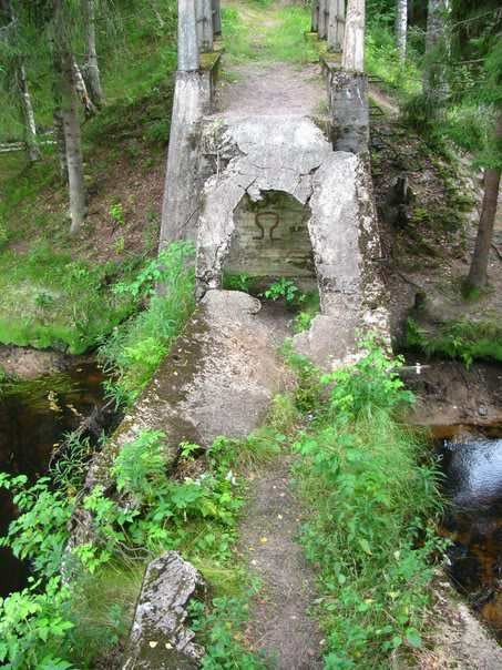 Разрушенная плита моста через р. Перовка /Perojoki/