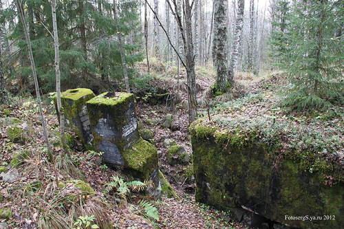 Вход в подземный каземат финского ДОТа с тыла
