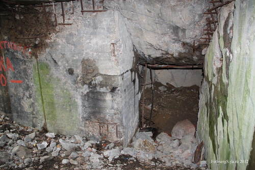 Лаз в подземную часть боевого каземата