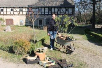 Pflanzenkübeltransport und erste Gemüseaussaaten, Foto: E.v.W.