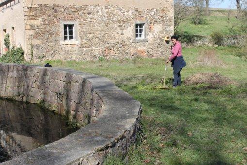Schlossteich von Entengrütze befreit, Foto: E.v.W.