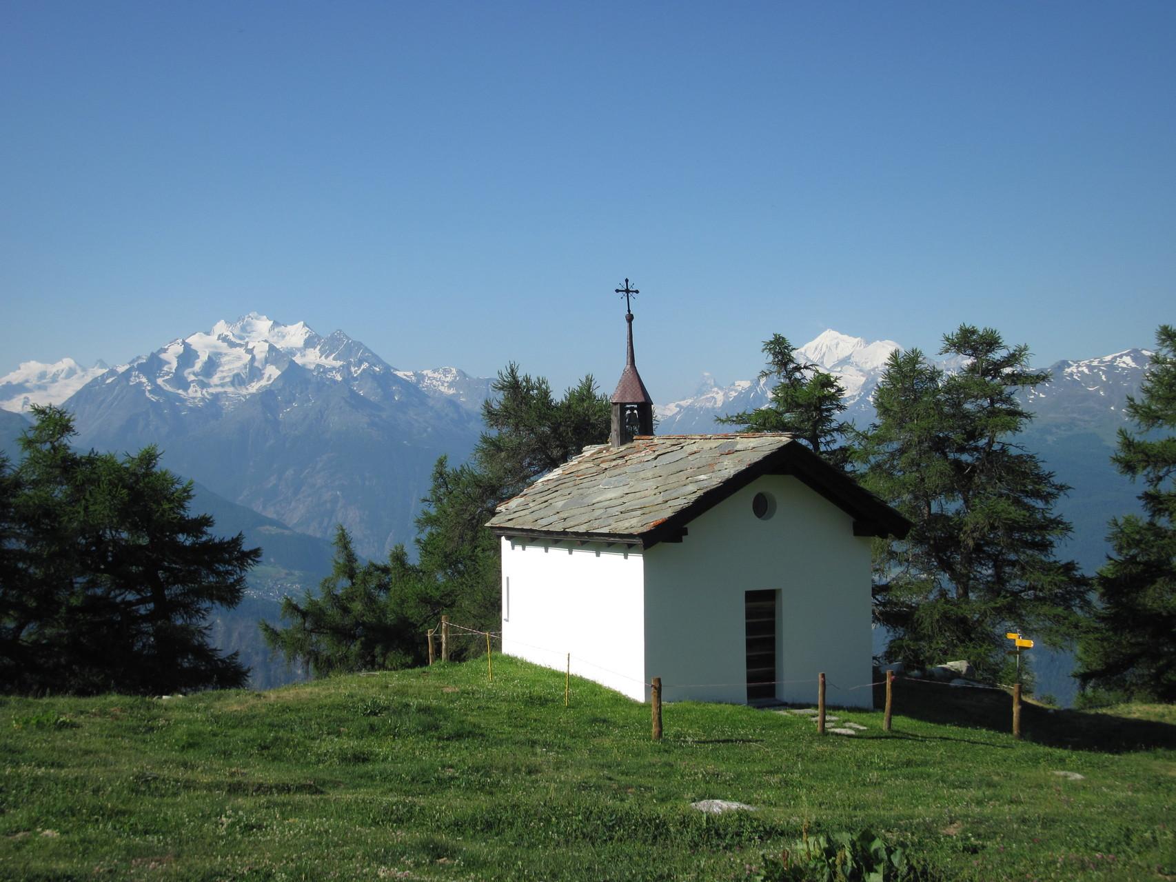 Kapelle Brischeralp und Mischabelgruppe und Weisshorn