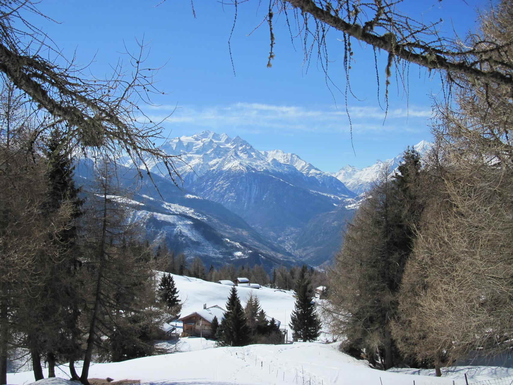 Ausblick von Chastler über das Rhonetal