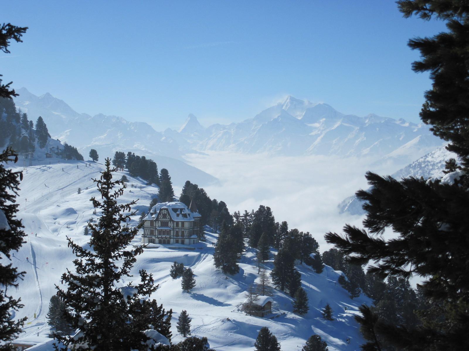 Riederfurka mit Villa Cassel und im Hintergrund das Matterhorn