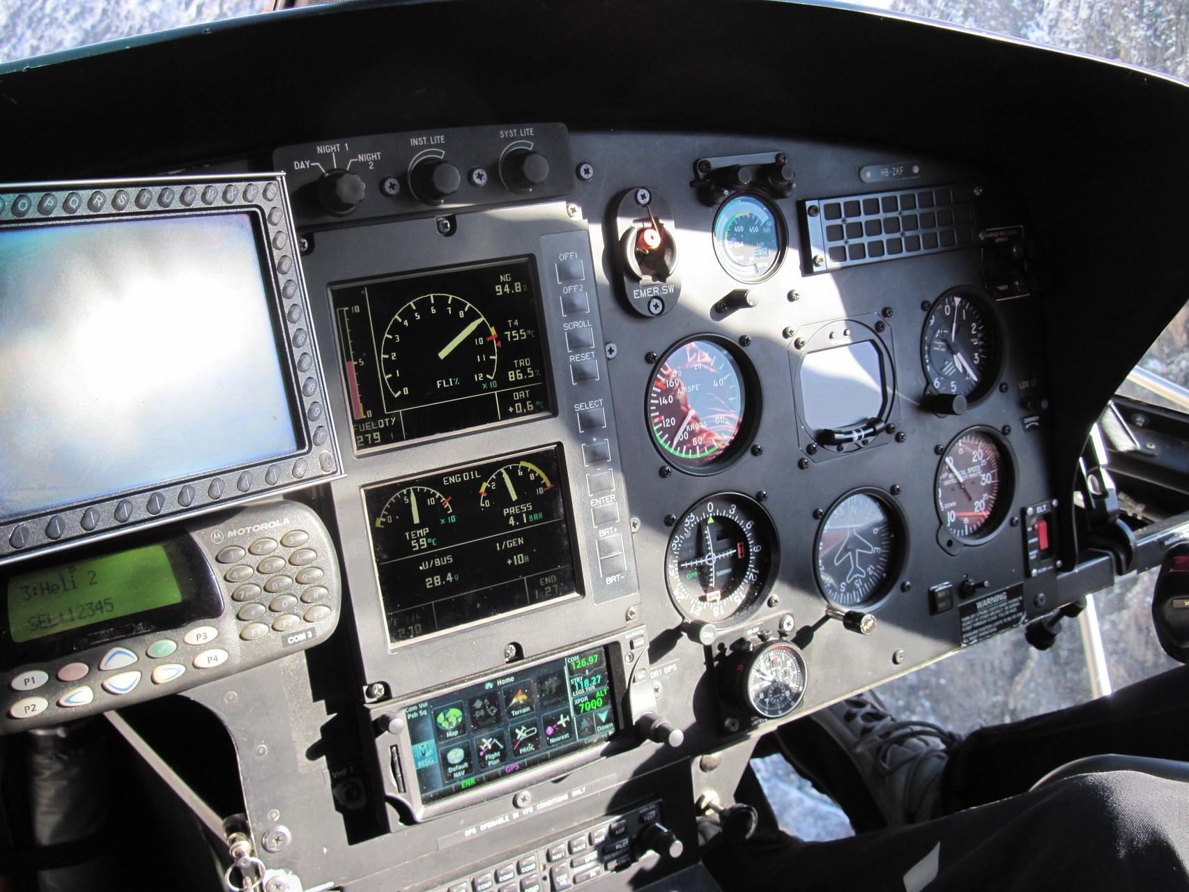 Cockpit des Helikopters