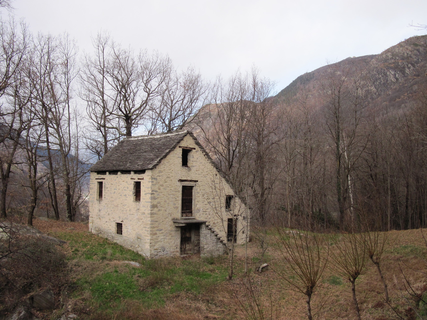 Eines der unzähligen alten, verlassenen Häuser