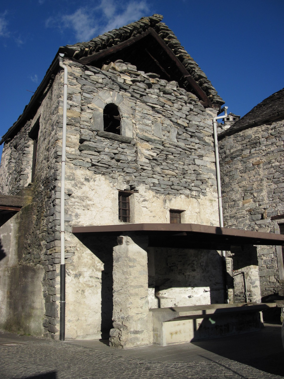 Altes, öffentliches Waschhaus in Pontetto