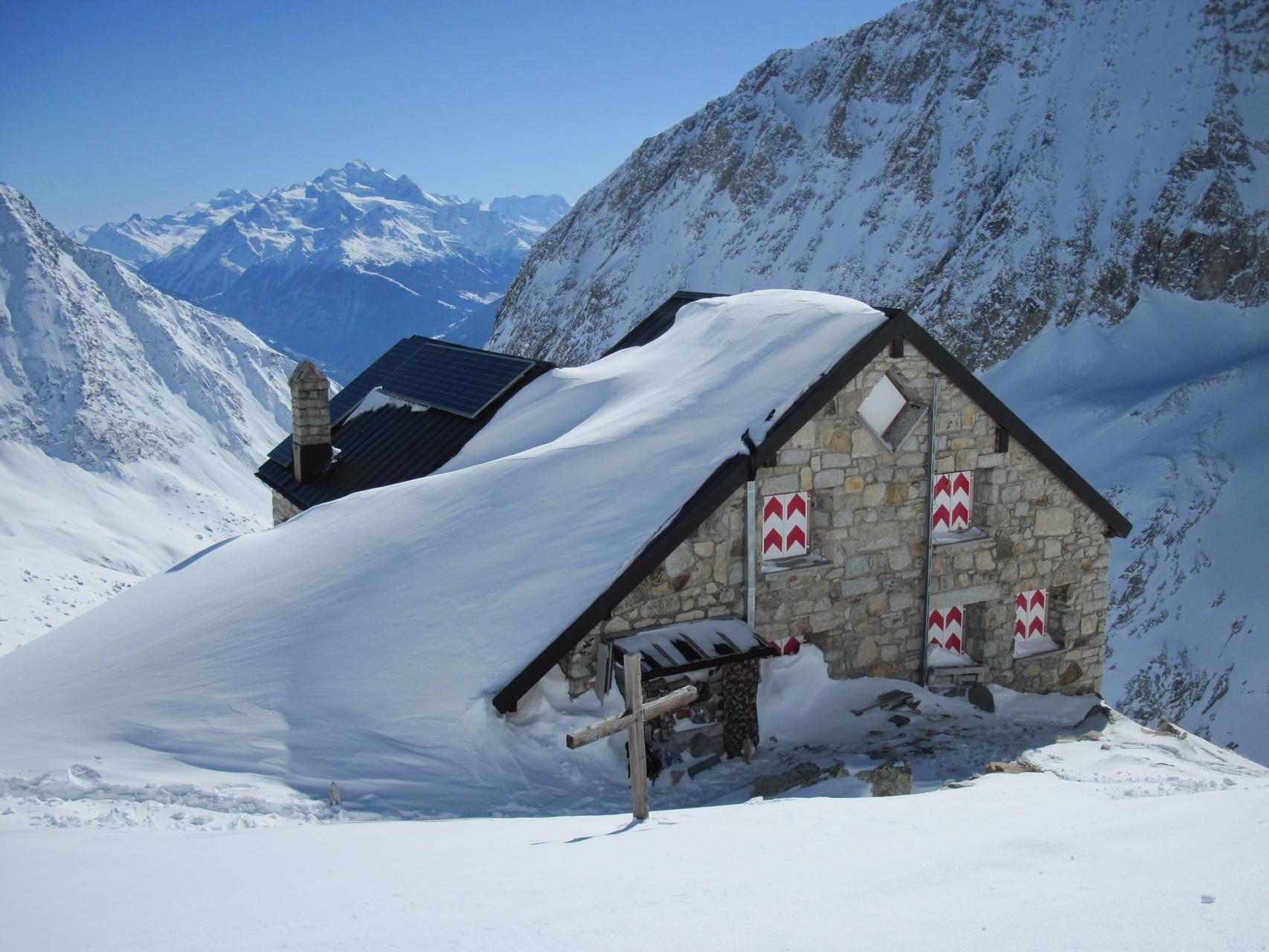 Die Baltschiederklause mit Schneemantel