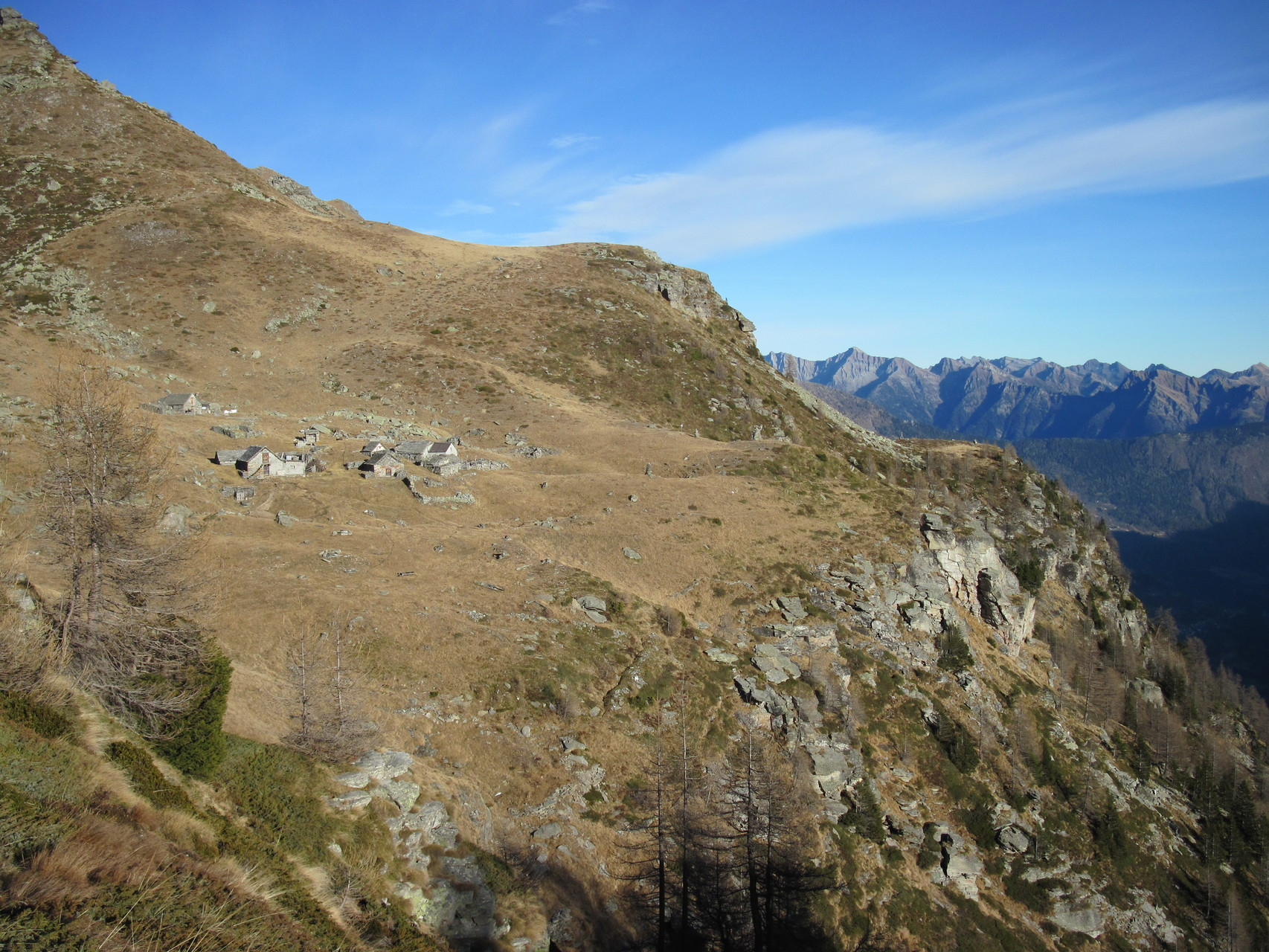 Ausblick zur Alpe Vallescia (Italien)