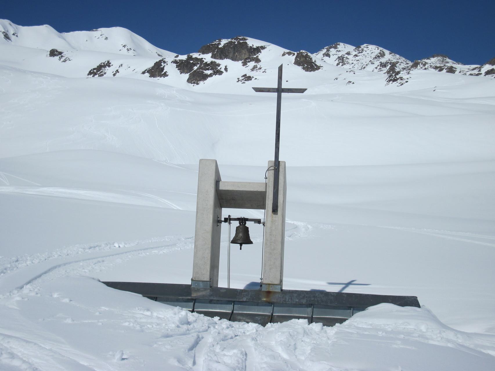 Kapelle Obere Feselalp...nur der Turm guckt hervor!