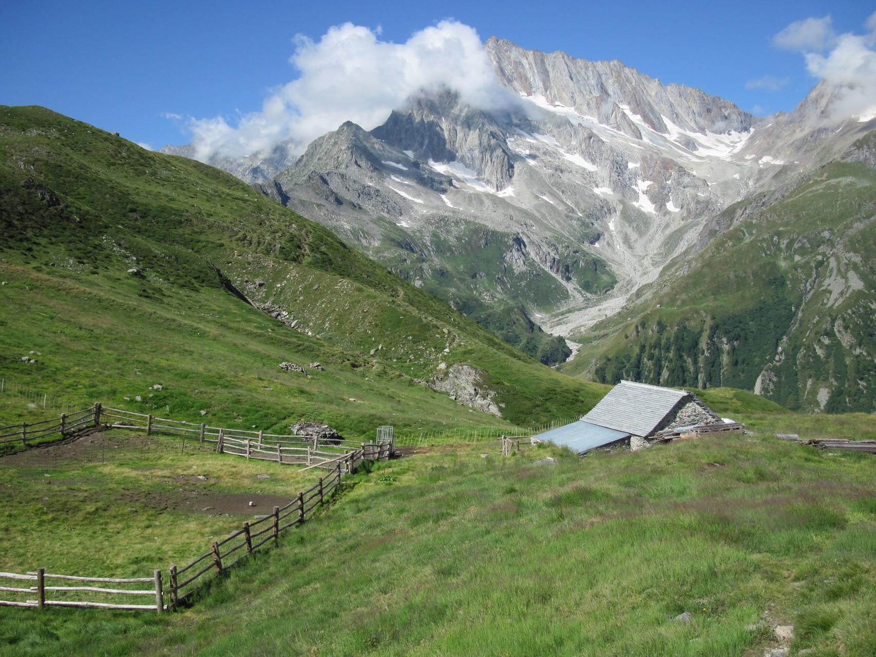Alpe Pontimia (neu), im Hintergrund Zwischbergenpass, Portjengrat