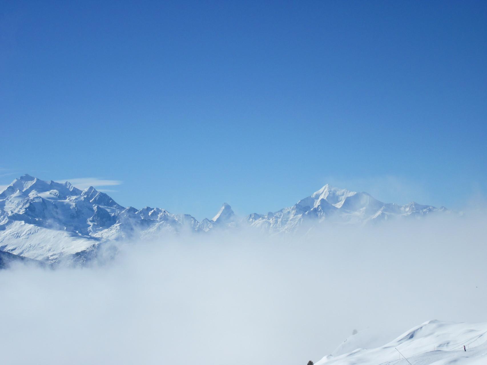 von links: Mischabelgruppe, Matterhorn, Weisshorn