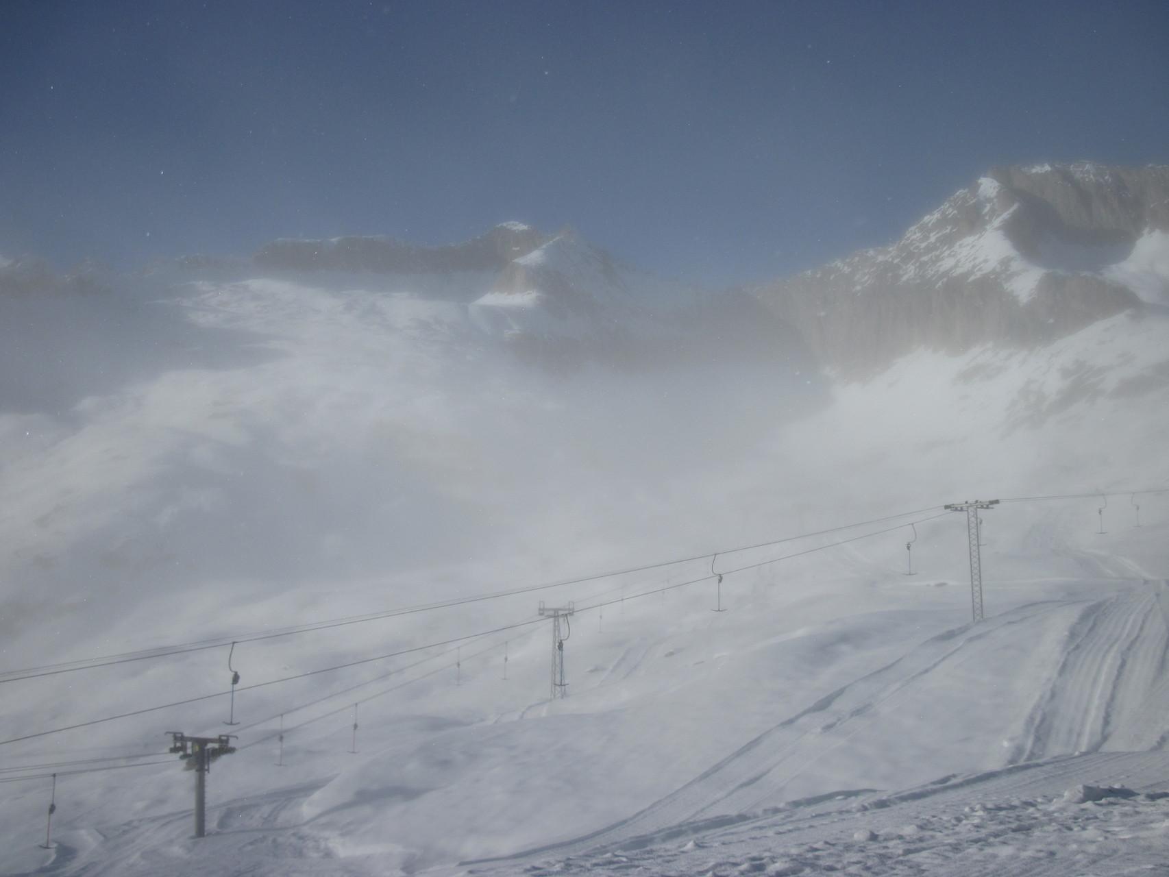 Der Nebel lichtet sich etwas auf dem Hohbiel