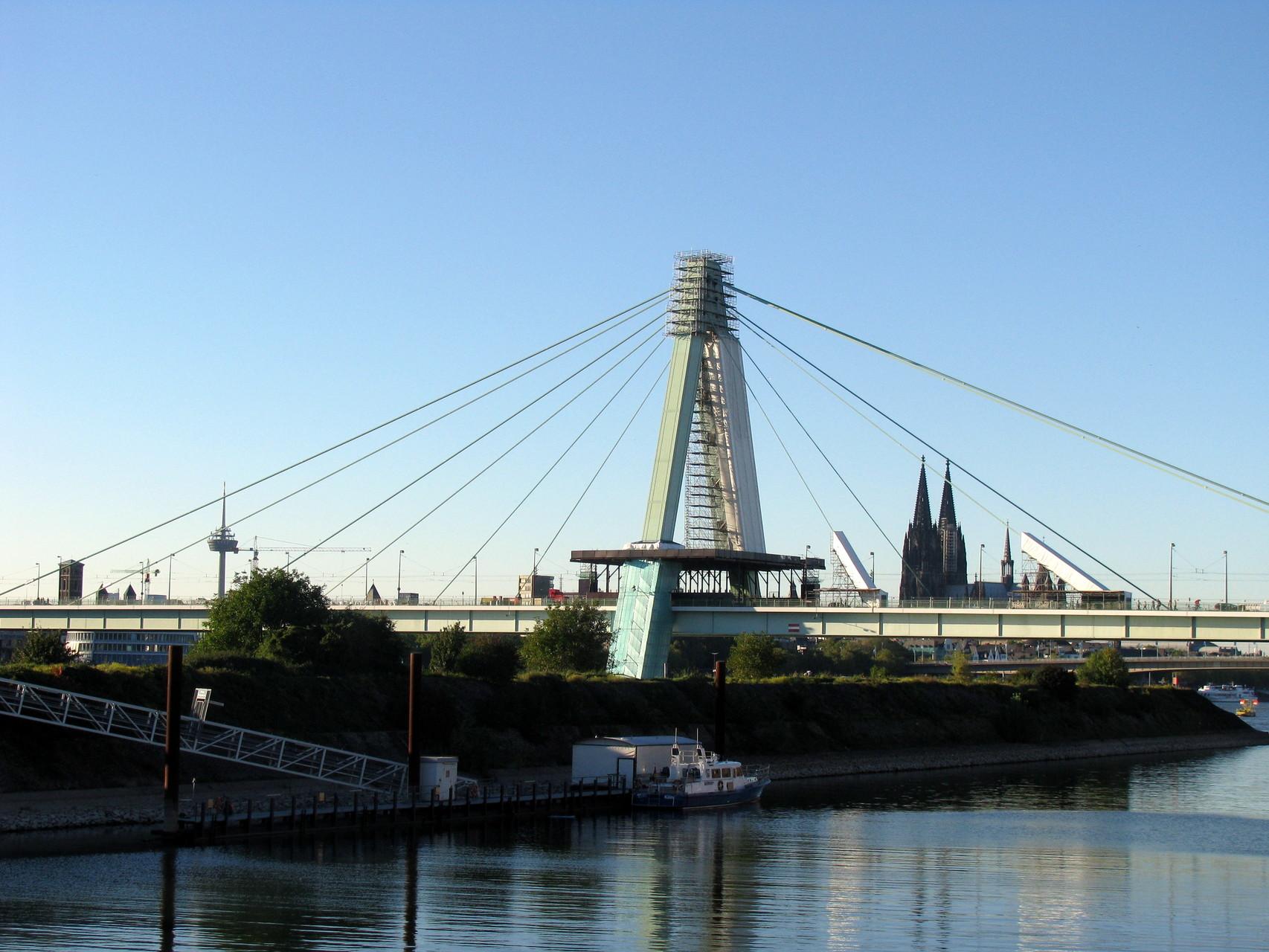 Geführte Fahrradtour - Blick über die Severinsbrücke auf den Kölner Dom
