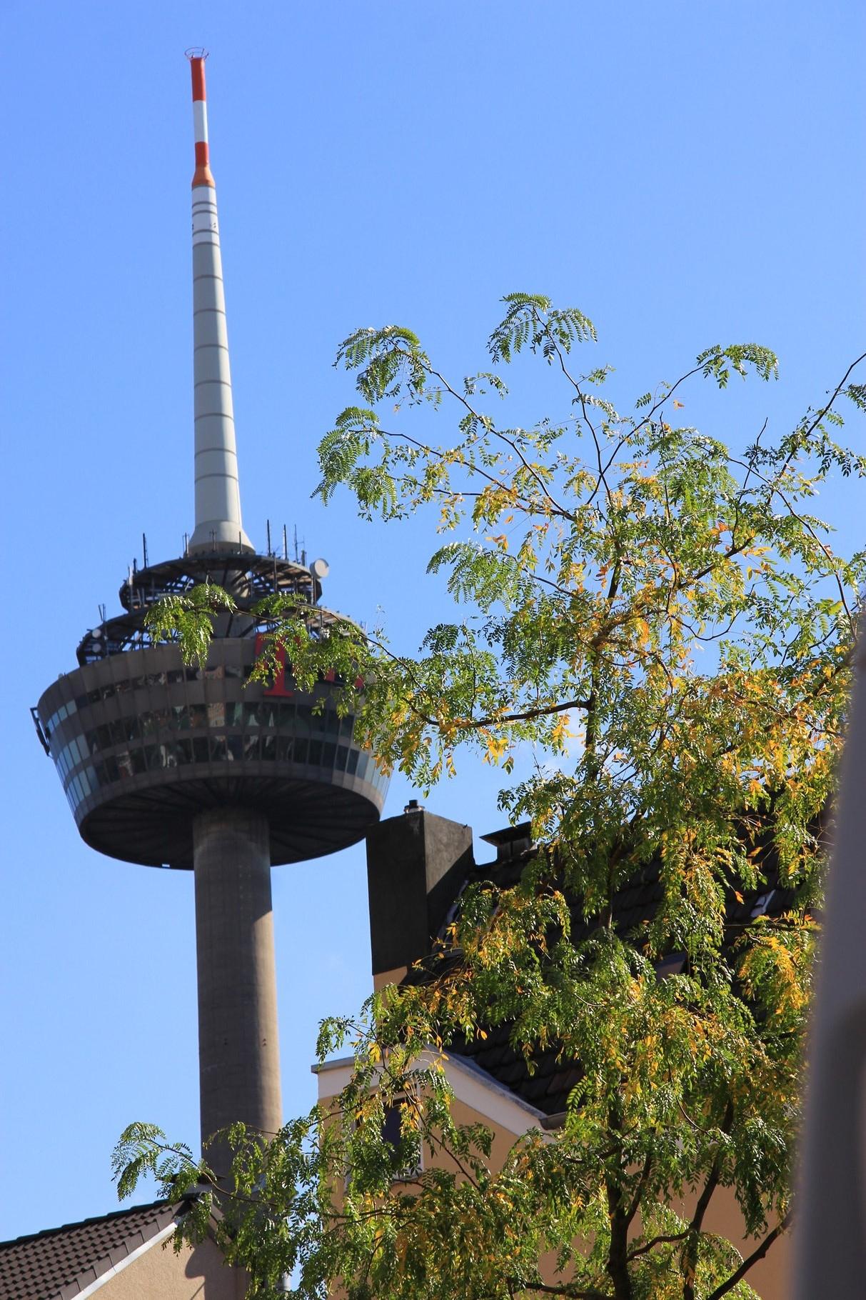 Blick auf den Kölner Fernsehturm bei evt. Start/Ende der Ehrenfeld-Führung an der Zentralmoschee