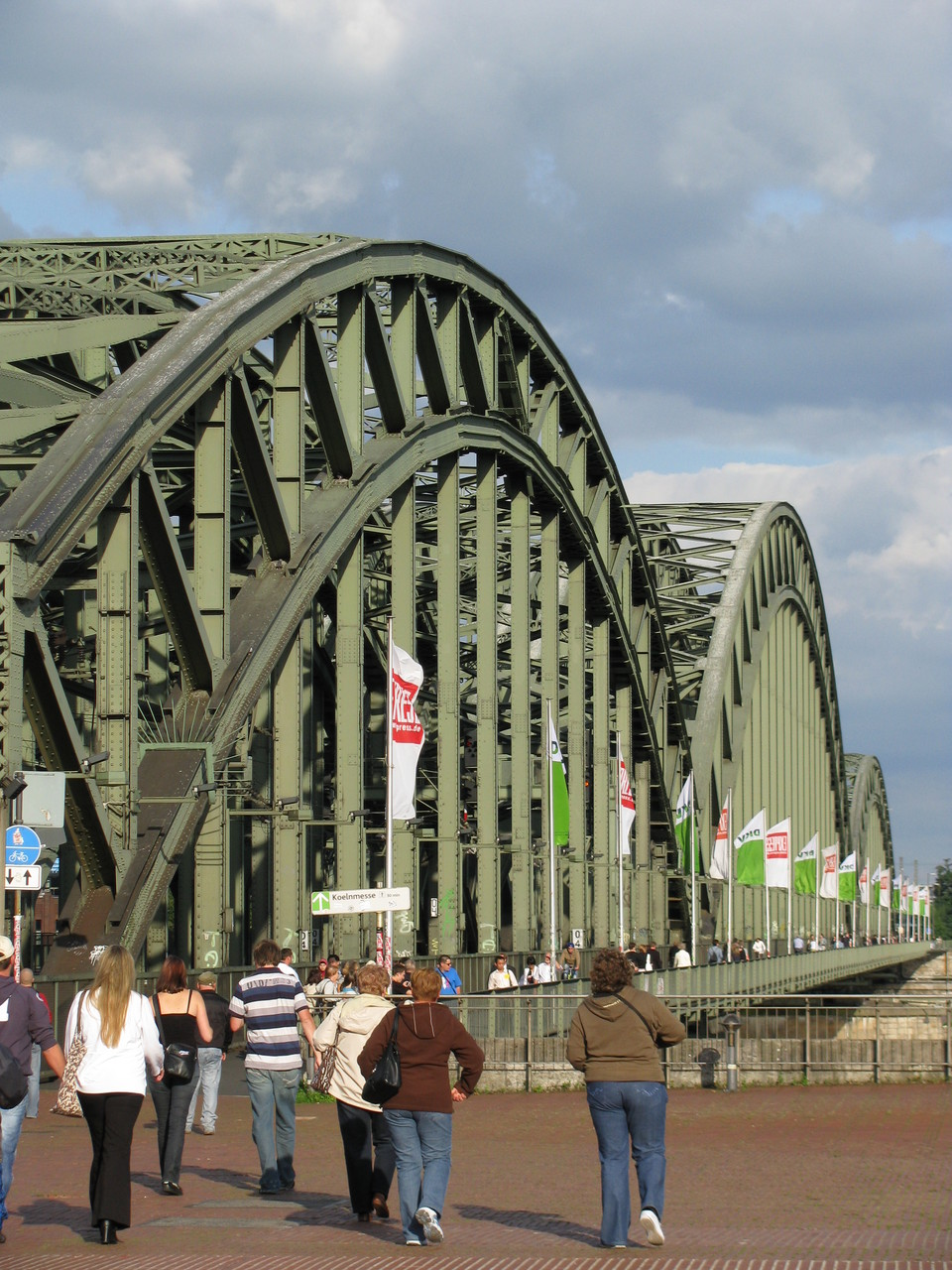 Geführte Fahrradtour - Über die Hohenzollernbrücke auf die andere Rheinseite...