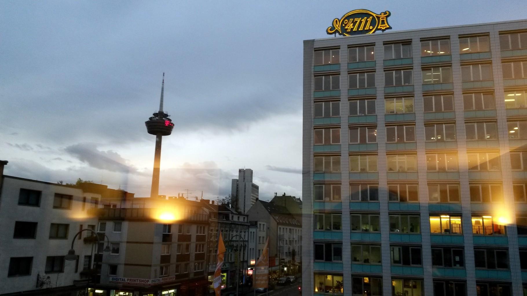 Stadtführung Ehrenfeld - Blick auf die ehemalige 4711-Verwaltung und den Kölner Fernsehturm