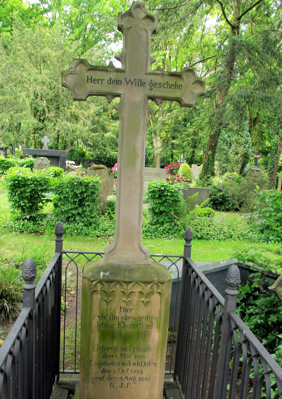 FÜHRUNG Melatenfriedhof -  Grabmal M. C. Martin (Gründerin Klosterfrau Melissengeist)