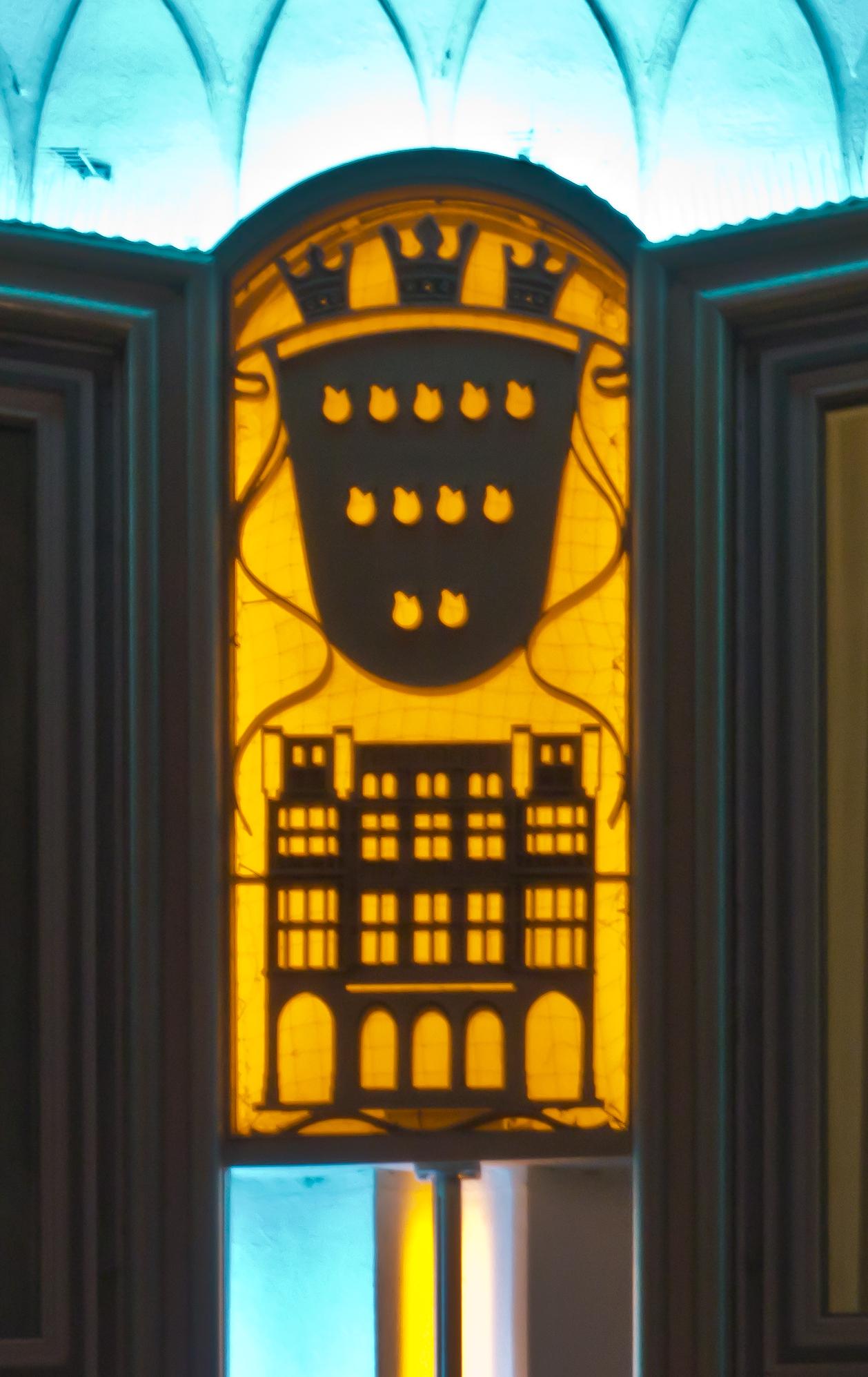 Führung Köln 50er/60er-Jahre - Blau-Gold-Haus (1952), ein Meisterwerk - bei Nacht, indirekt beleuchtet - Detail