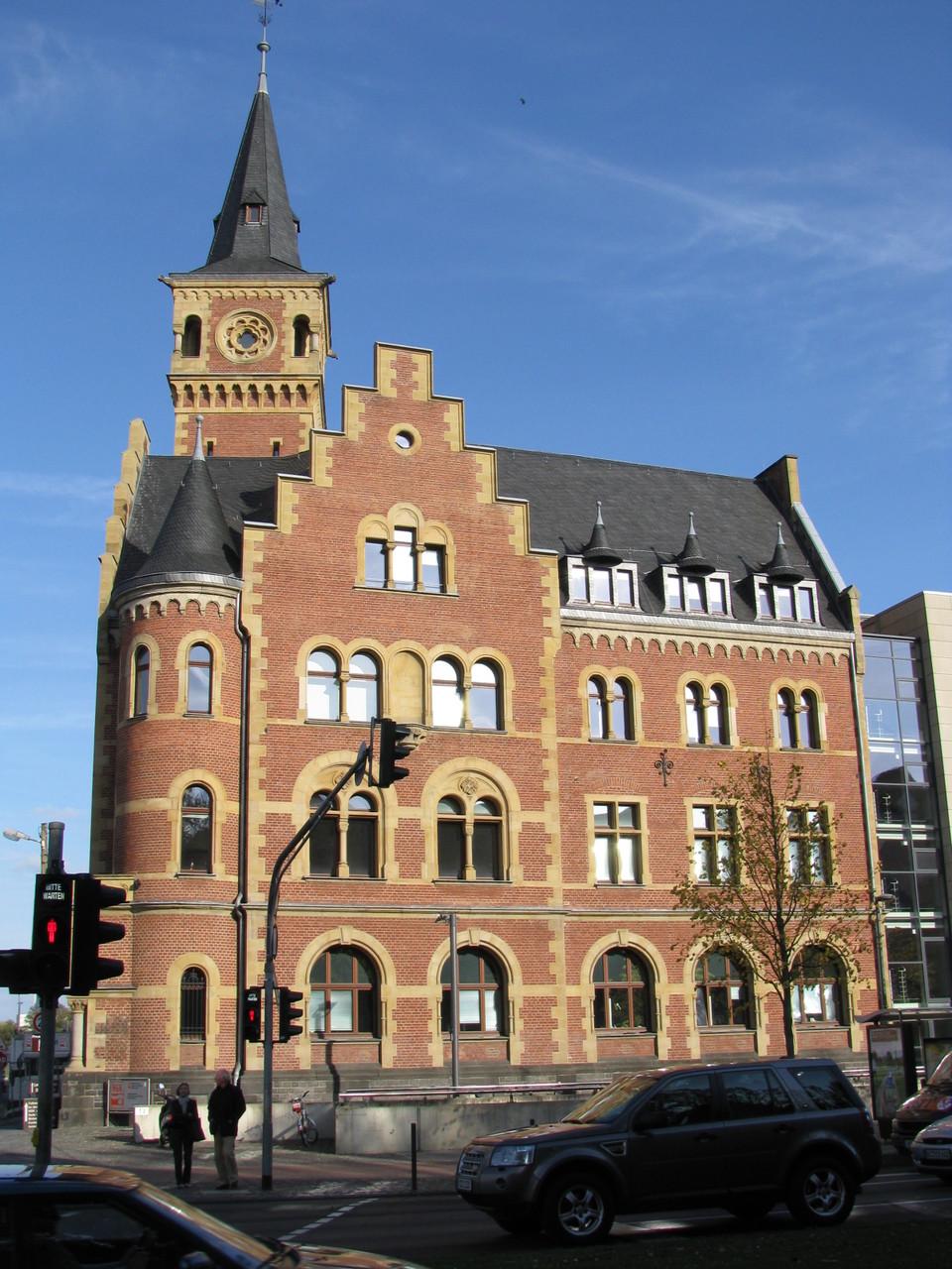 Geführte Fahrradtour - das ehemaligen Hafenamt im Rheinauhafen