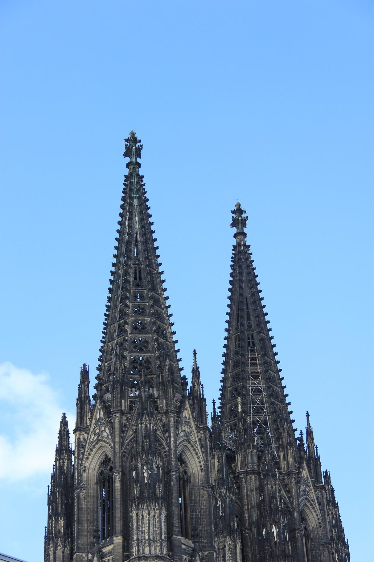 Domführung - Die Domtürme aus Südost mit Aussichtsplattform auf 98m-Höhe (im Turm rechts)