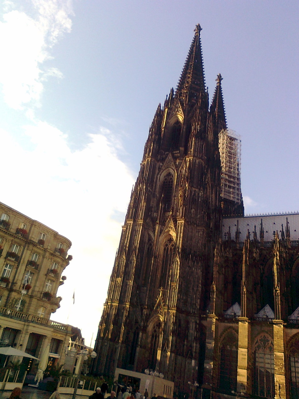 Domführung - Blick auf Kölner Dom & Dom-Hotel (wird restauriert) vom Roncalli-Platz aus