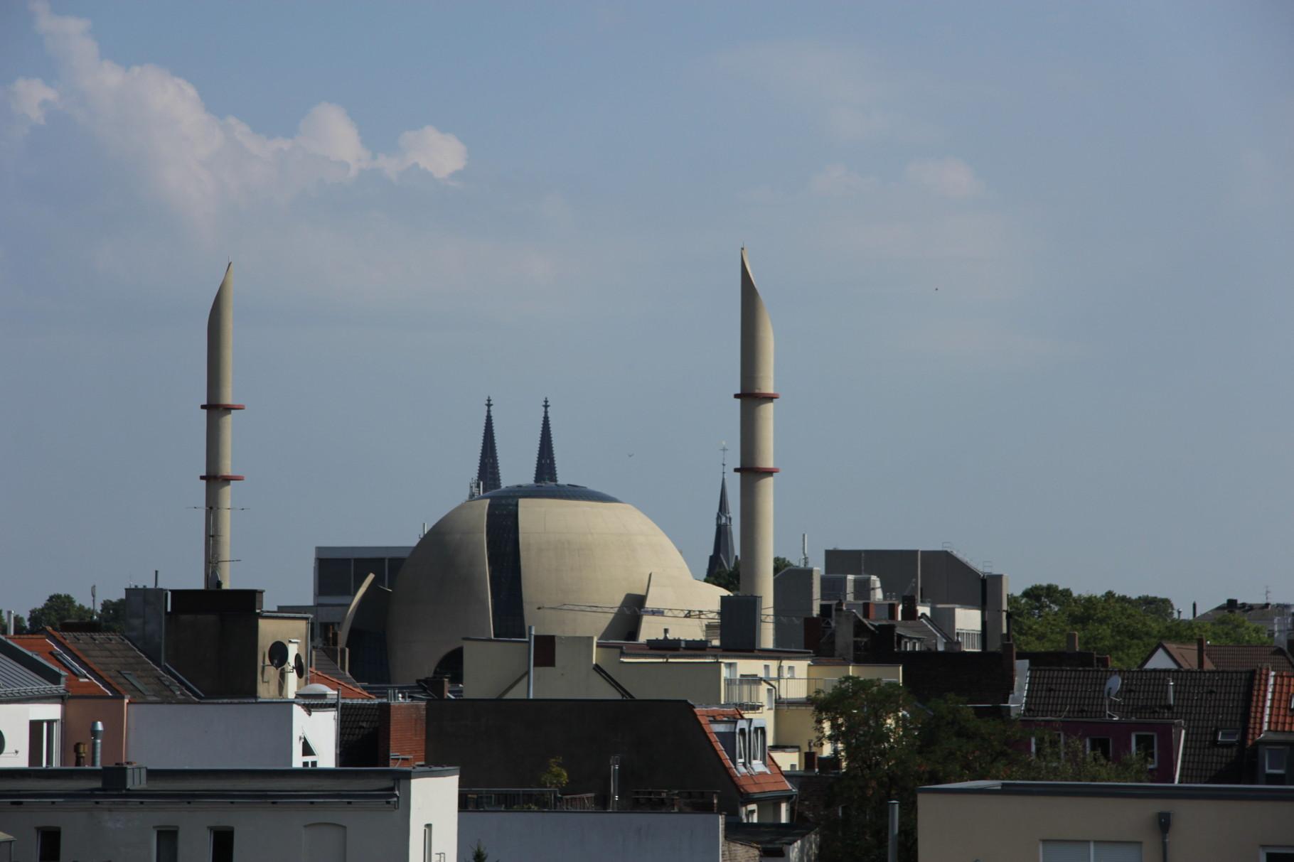 Ehrenfeld-Führung - Blick auf Zentralmoschee und Domspitzen