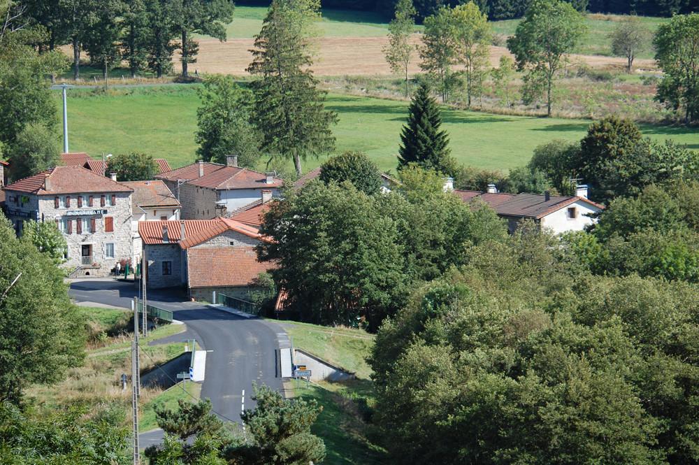 le hameau (le gite se trouve à droite, on le voit dans les arbres)