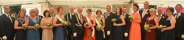 Das neue Königspaar Eugen und Maike Plum und Throngefolge