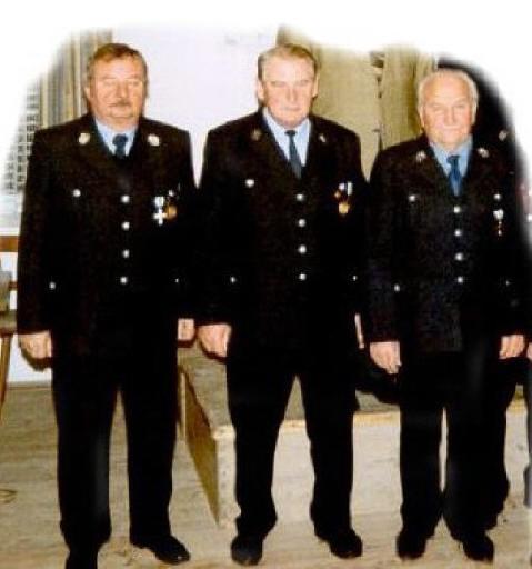v.l.: Franz Schwertfirm, Johann Effner sen. Martin Seitz sen. Johann Grünwald musste die Auszeichnung am Krankenbett entgegennehmen.