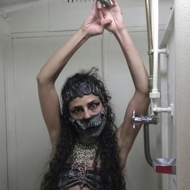 Sarah Stylims performance skull