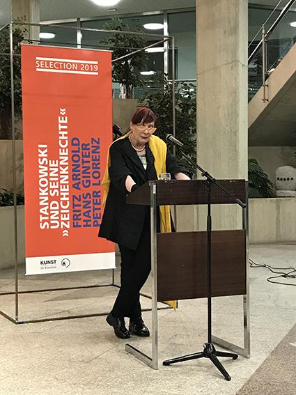 Marlis Weber-Raudenbusch mit den einführenden Worten zur Ausstellung.