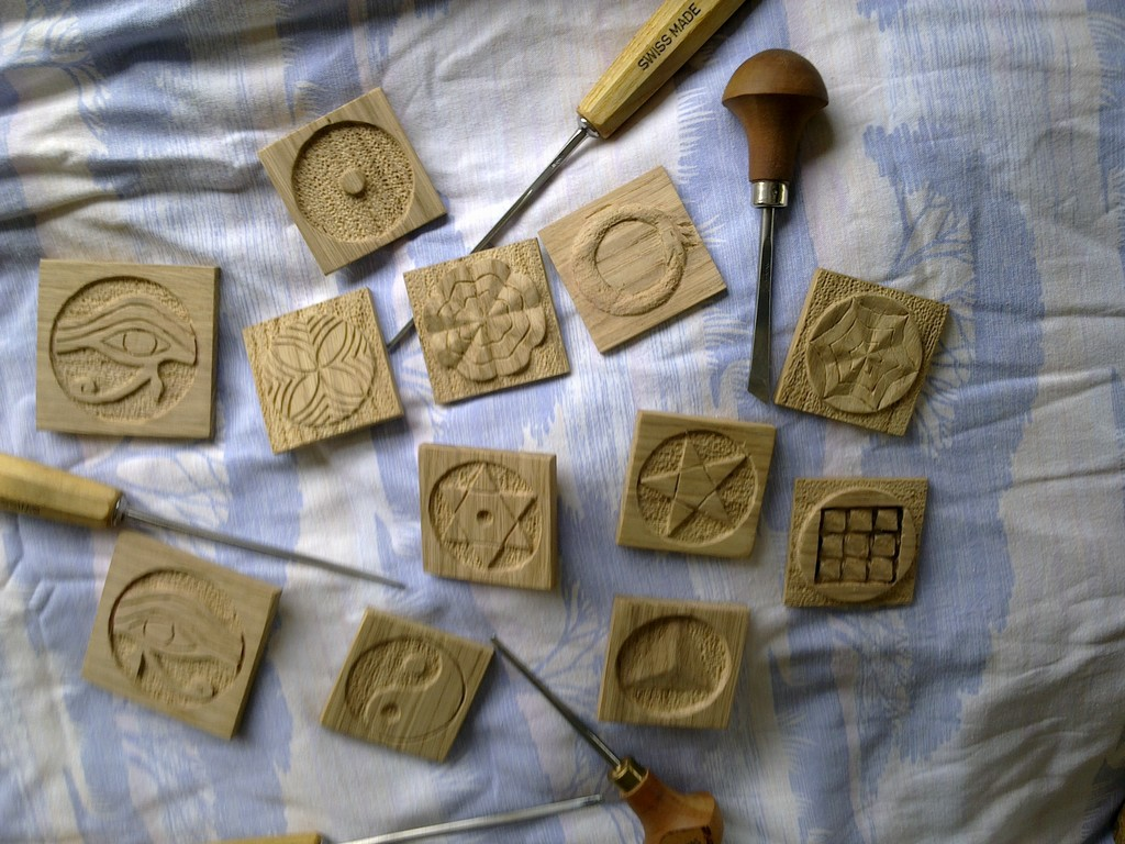sculptures plaquettes : 50 m/m de coté ép 5 m/m