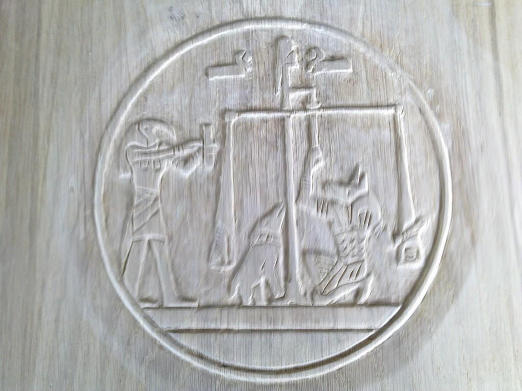 haut relief égyptien : diam : 162 m/m