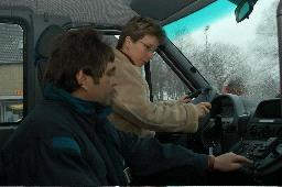 NIAG-Fahrlehrer Wilfried Vogel mit Benedicta Büning
