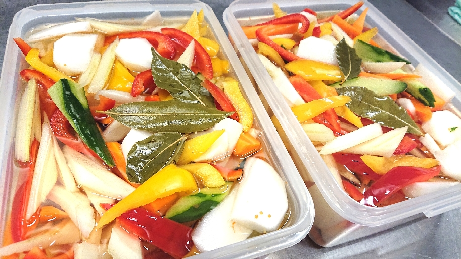 切った野菜に、ヒタヒタ…(^-^)v