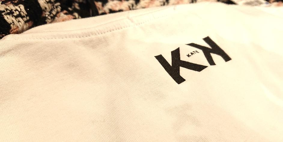 Tシャツのバックは、ブランドロゴです!
